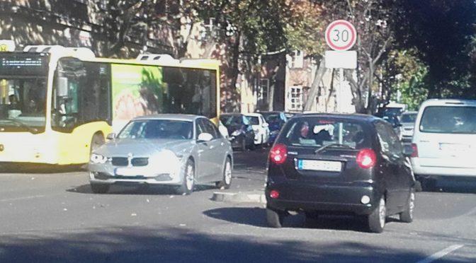 Fahrradspuren und Zebrastreifen für die Boelckestraße